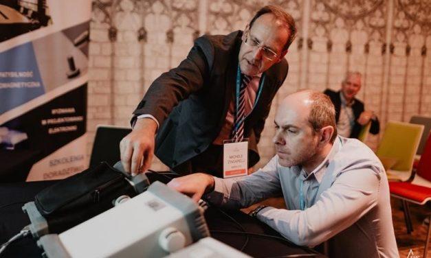 Praktyczne dowody na znaczenie użycia preselektora w odbiorniku pomiarowym. Porównanie analizatora widma i odbiornika pomiarowego (EMI Receiver), pokazanie różnic i wpływ zastosowania preselektora. Warsztat w ramach Konferencji EMC for Business 2019.